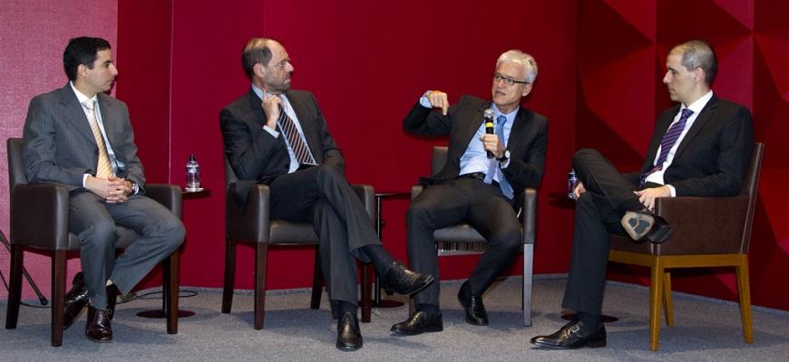 Foto com médicos em debate